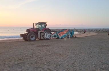 Máy làm sạch bãi biển, máy cào rác bãi biển unicorn (ảnh 1)