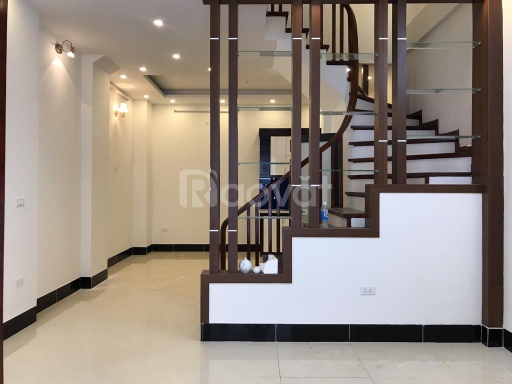 Gia đình cần bán nhà 5 tầng chia lô Ngõ 444 Đội Cấn