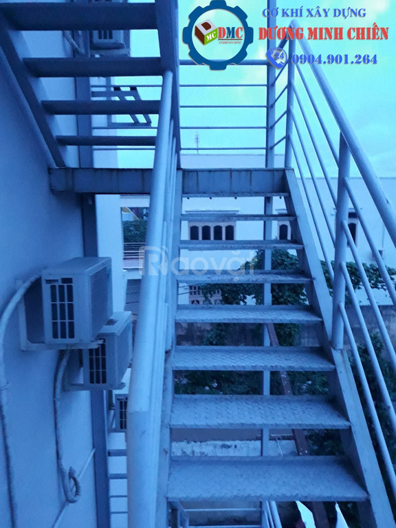 Mẫu cầu thang sắt đẹp, hiện đại mới 2020 (ảnh 1)