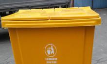 Phân loại rác với thùng rác nhựa loại lớn