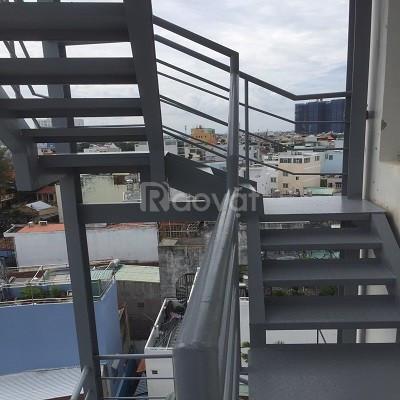 Cầu thang sắt giá rẻ tp HCM