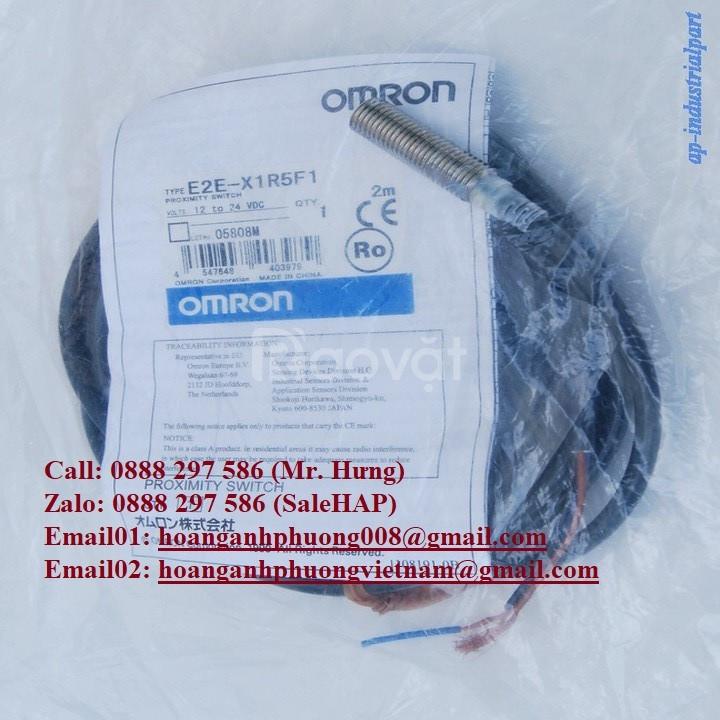 Cảm biến tiệm cận Omron E2E-X1R5F1
