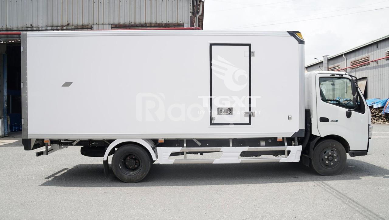 Xe tải Hino XZU730L thùng bảo ôn, tải trọng 4T7 (ảnh 3)