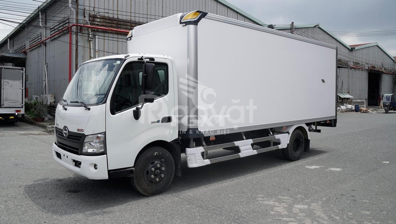 Xe tải Hino XZU730L thùng bảo ôn, tải trọng 4T7 (ảnh 7)