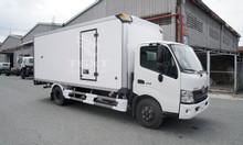 Xe tải Hino XZU730L thùng bảo ôn, tải trọng 4T7