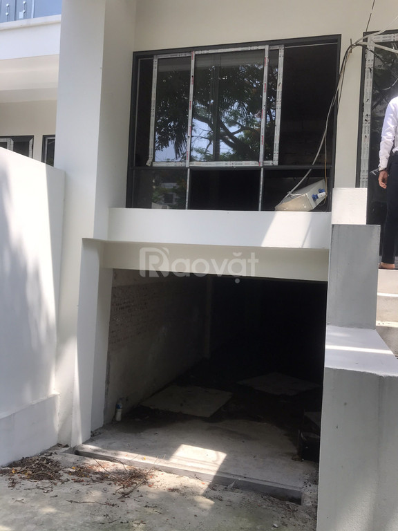 Nhà xây mới mặt tiền 5m Đông Nam đường 10m có hầm xe, bảo vệ 24/24