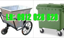 Nên mua xe đẩy rác bằng nhựa hay bằng tôn?