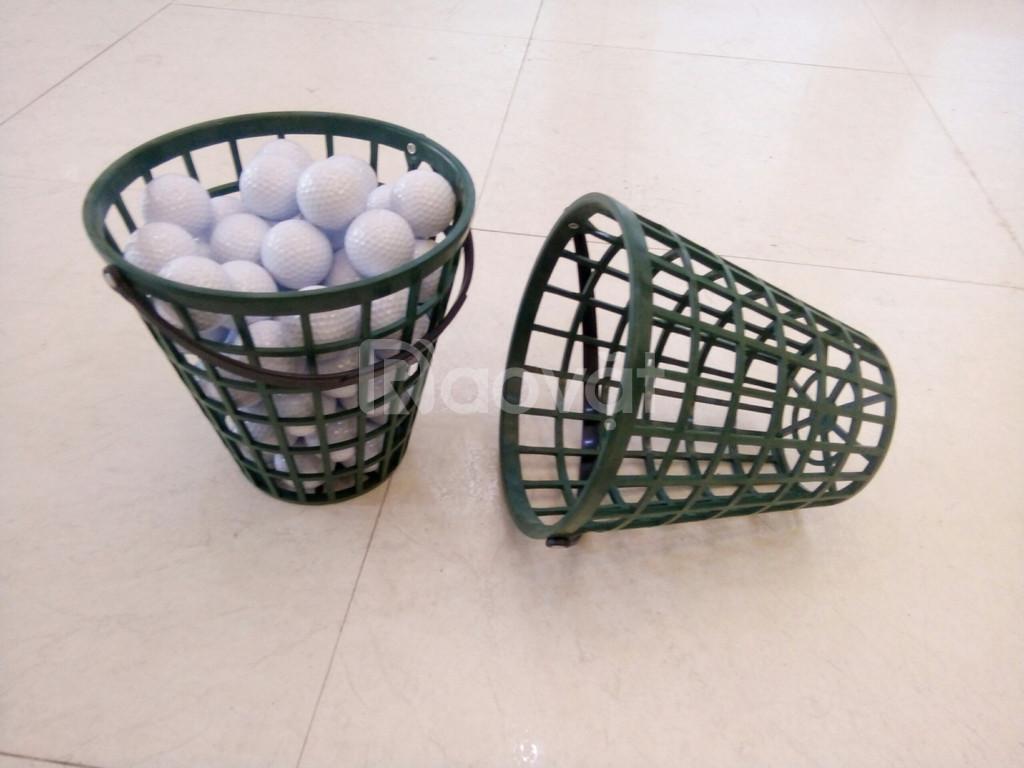 Giỏ đựng bóng golf bằng nhựa cao cấp.