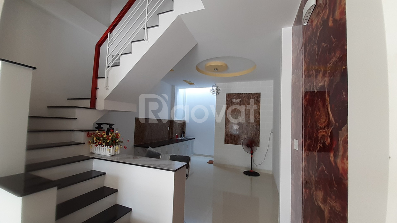 Nhà mới xây đẹp 4x14m KDC VIP sát Hóc Môn (ảnh 5)