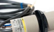 Cảm biến điện dung Omron E2K-X15MY1 2M