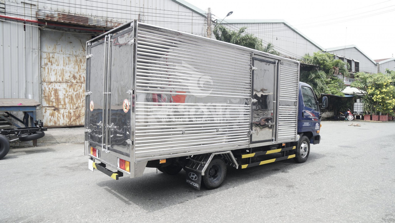 Xe tải Hyundai N250SL thùng 4m3, tải 2T5, trả góp 80% trong 6 năm