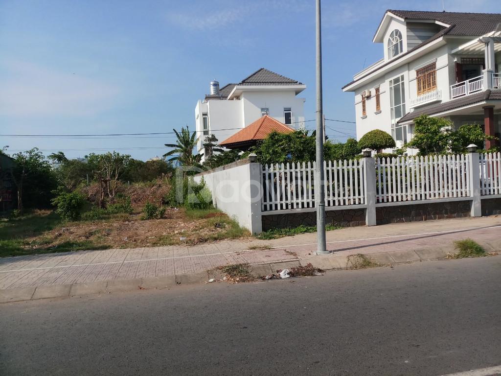 Hội sở ngân hàng phát mãi tài sản 24 nền đất và 1 căn nhà nát đường 7