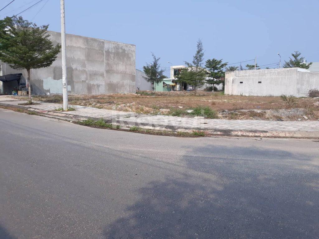 Cần tiền bán gấp lô đất 180m2 đường lớn 12m ngay quốc lộ, đã có sổ