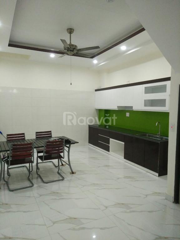 Bán nhà lô góc Thiên Lôi thông ra Nguyễn Văn Linh