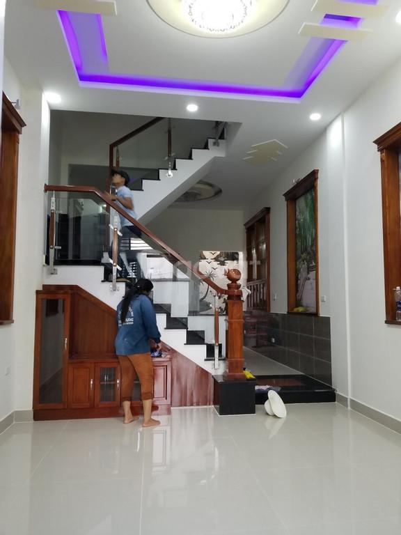 Bán căn nhà mới xây 1trệt 2lầu ở Bình Dương giá rẻ