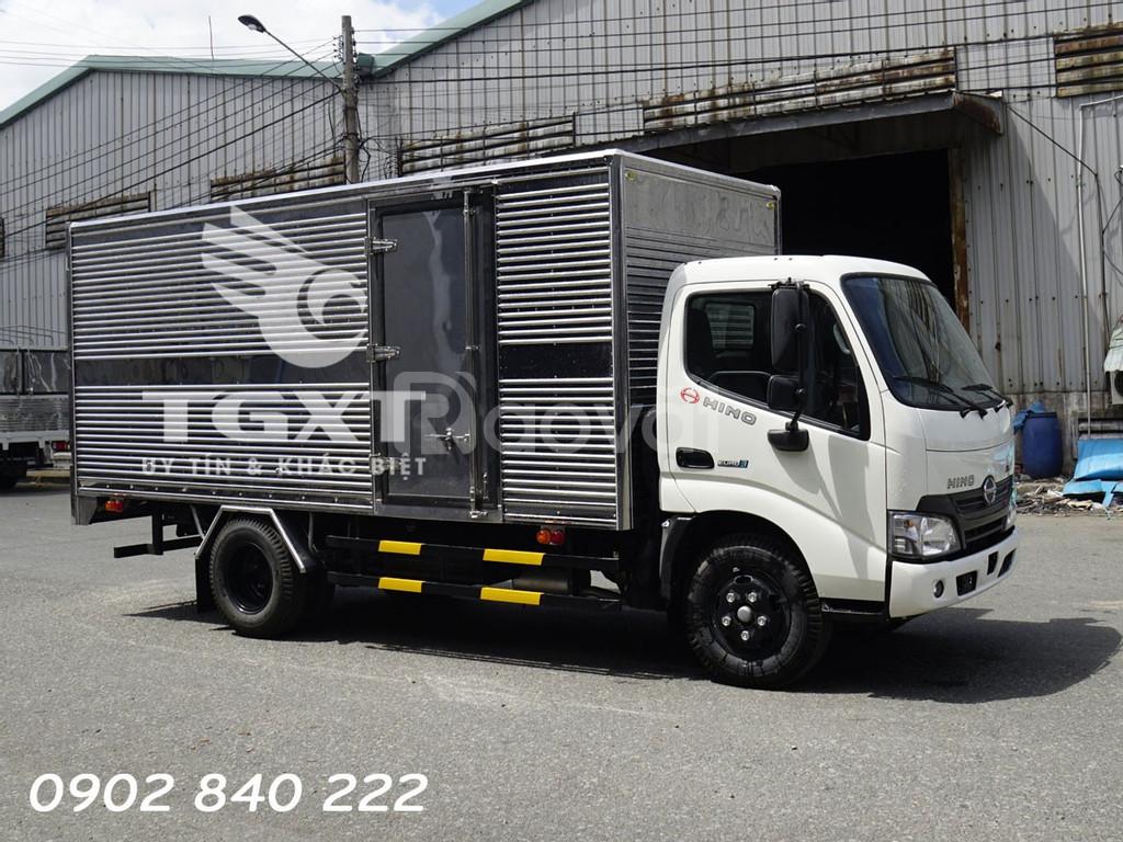 Xe tải Hino XZU650L thùng kín, tải 1T9, 135tr nhận xe