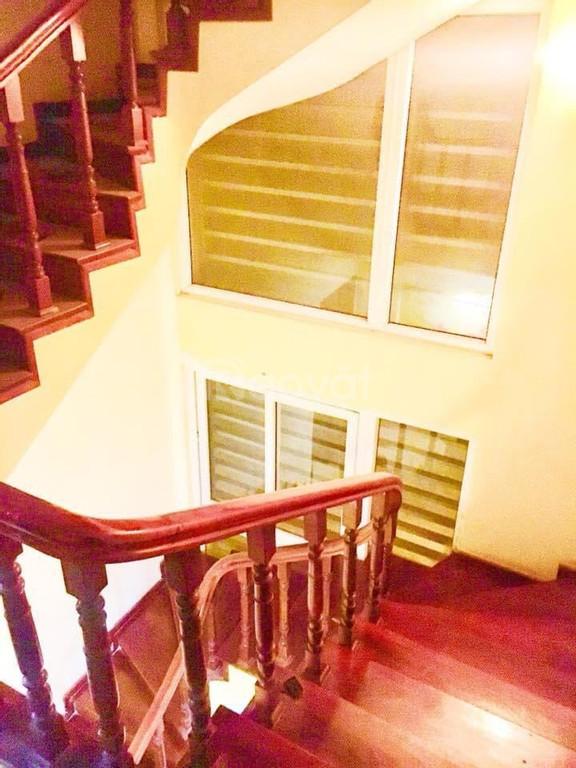 Cho thuê nhà tại Thái Hà 45m2, 5 tầng.