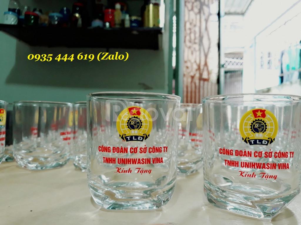 In Ly thủy tinh tặng quà khách hàng tại Huế