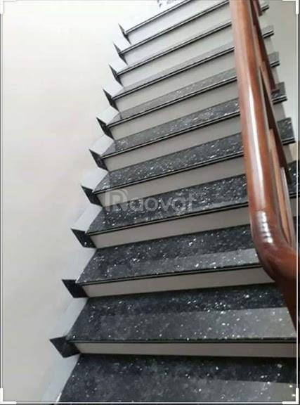 Chuyên cung cấp và thi công các mẫu cầu thang đá xà cừ xanh đen tại Tp