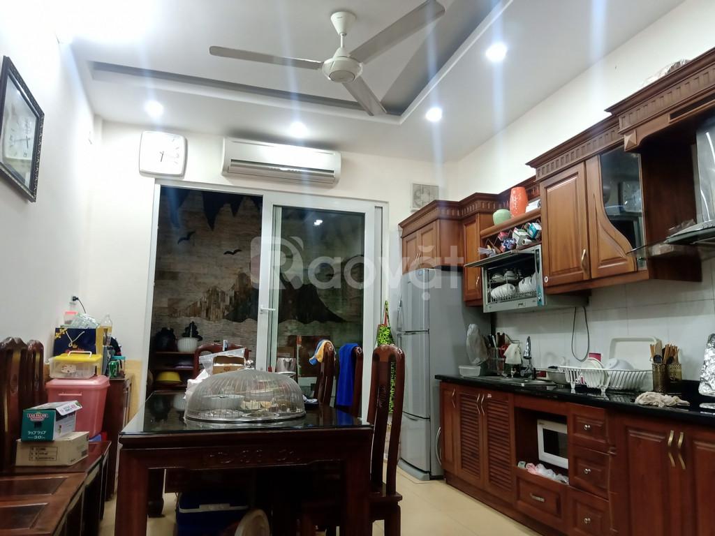 Nhà phố Nguyễn Ngọc Vũ dân trí cao - Ngõ ô tô vào