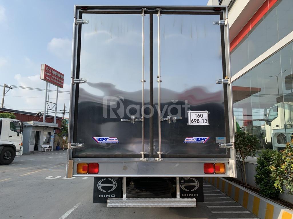 Xe tải Hino 6.5 tấn thùng dài 9.8 mét