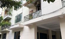 Cho thuê căn hộ tầng trệt chung cư 44 Bis, giá tốt ở Quận 1
