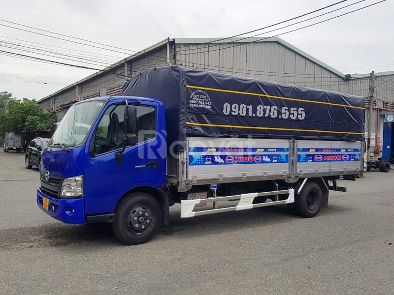Xe tải Hino XZU730L thùng dài 5m6 hỗ trợ ngân hàng 80%, xe có sẵn