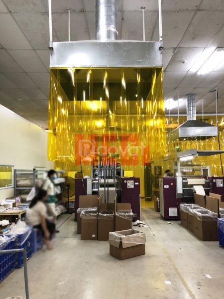 Màn nhựa pvc vàng trong ngăn côn trùng lắp đặt KCN Quế Võ - Bắc Ninh (ảnh 1)