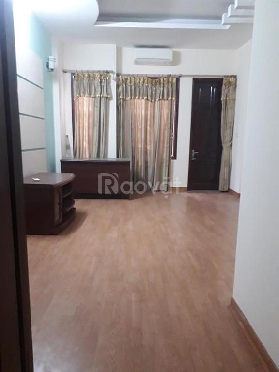Cho thuê nhà Ngõ 30 Nguyên Hồng, 75m2x5T, kd tiện