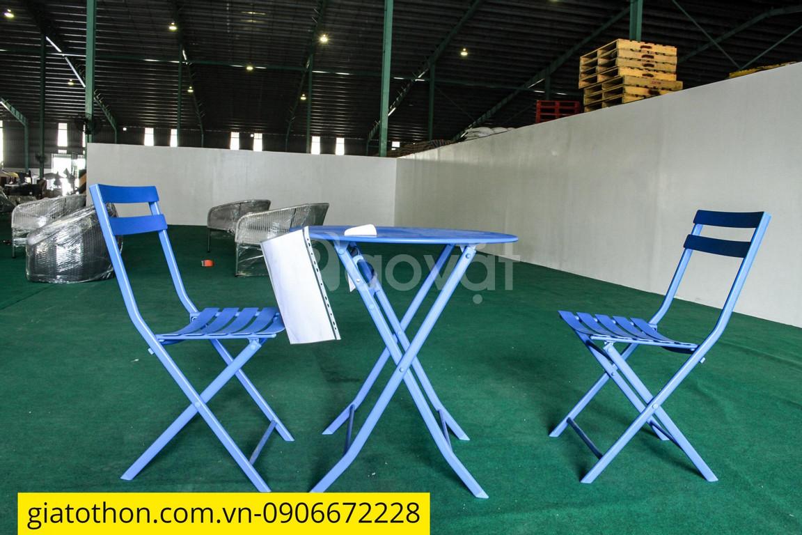 Bàn ghế ban công màu xanh dương (ảnh 1)