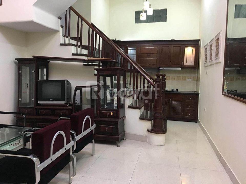 Cho thuê nguyên căn ngõ Thịnh Quang 35m2, 4 tầng, 8.5tr/tháng
