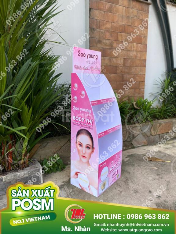 Kệ format trưng bày quảng cáo sản phẩm.