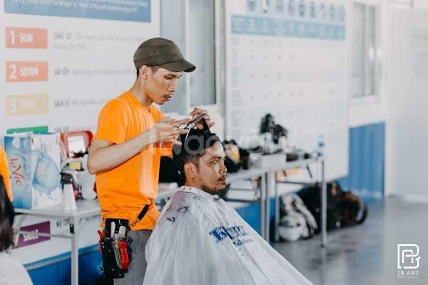 Khóa học cắt tóc chuyên nghiệp