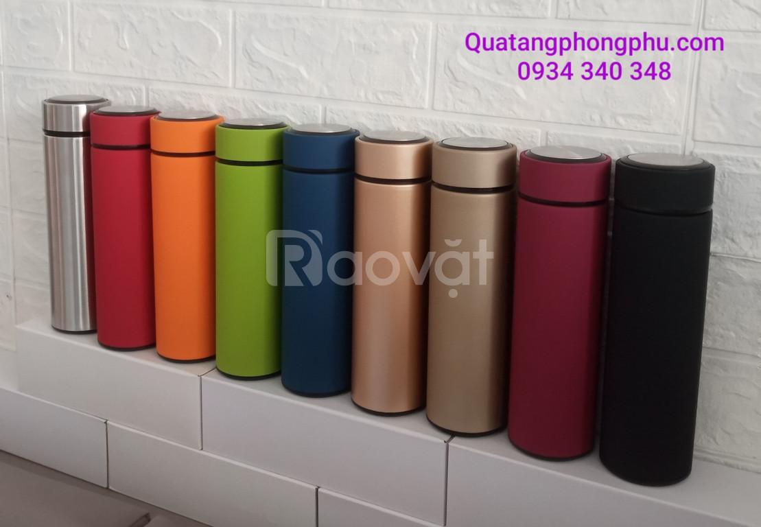 Cần mua bình giữ nhiệt đẹp in khắc logo giá rẻ ở đâu - Phong Phu Gifts