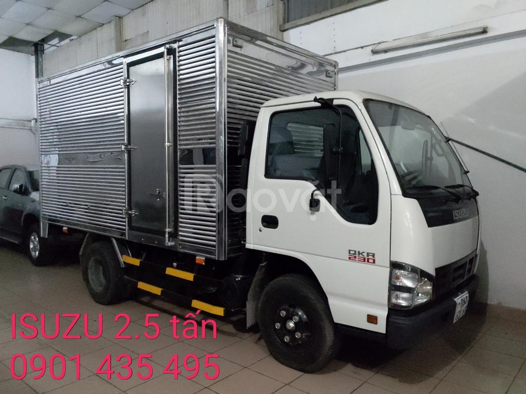 Xe Isuzu 2,5 tấn thùng Kín, khuyến mãi máy lạnh, 50% thuế trước bạ