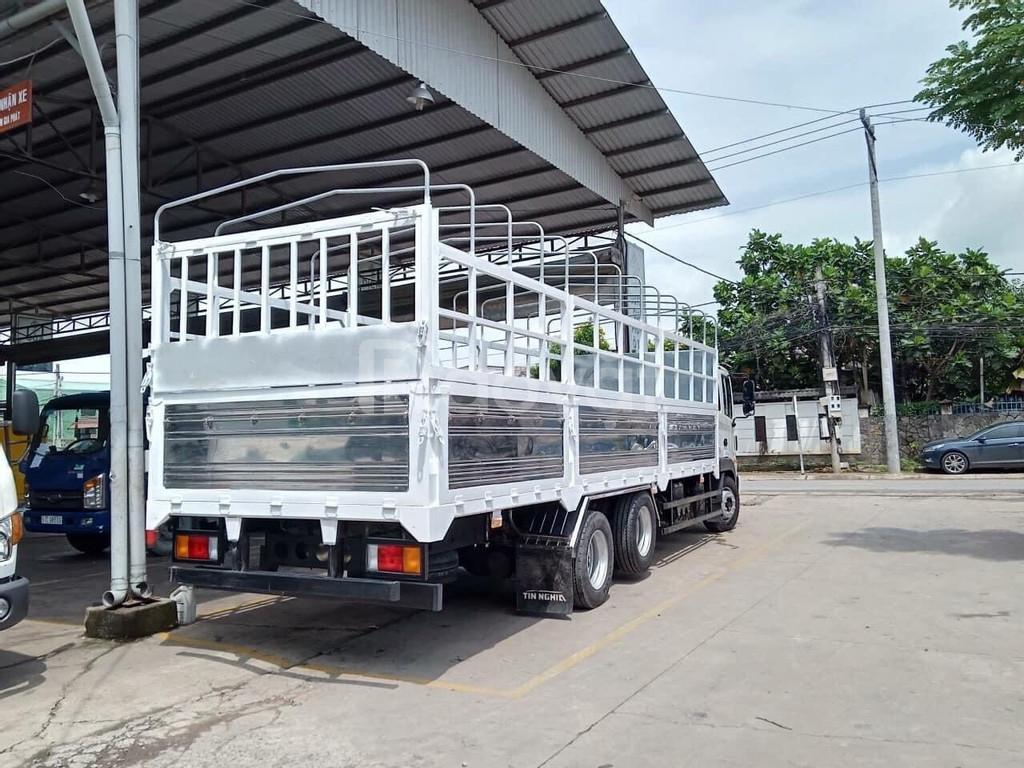 Xe tải 3 chân nhập khẩu