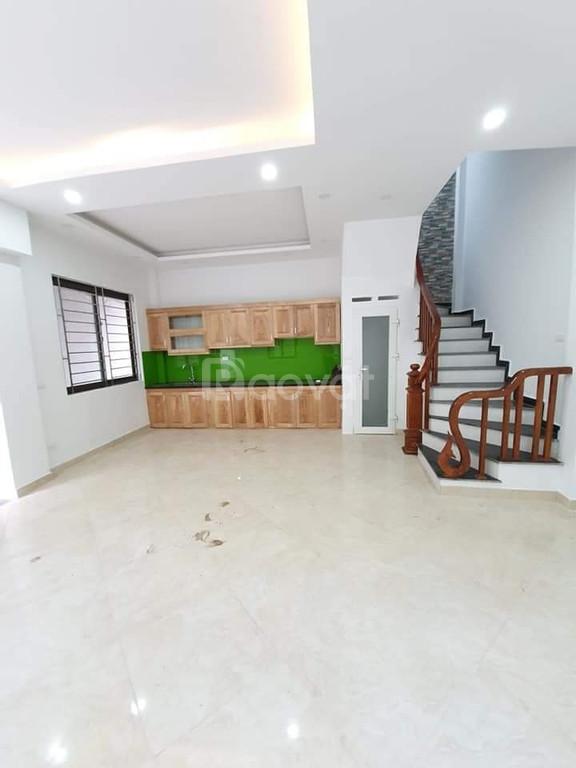 Bán nhà đẹp 5 tầng phố Đặng Văn Ngữ ra phố 30m giá 4,2 tỷ