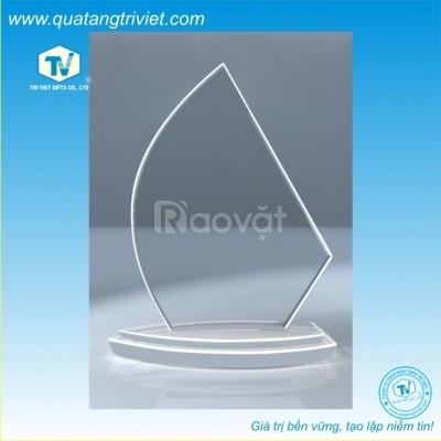 Công ty chuyên sản xuất kỷ niệm chương pha lê, thủy tinh