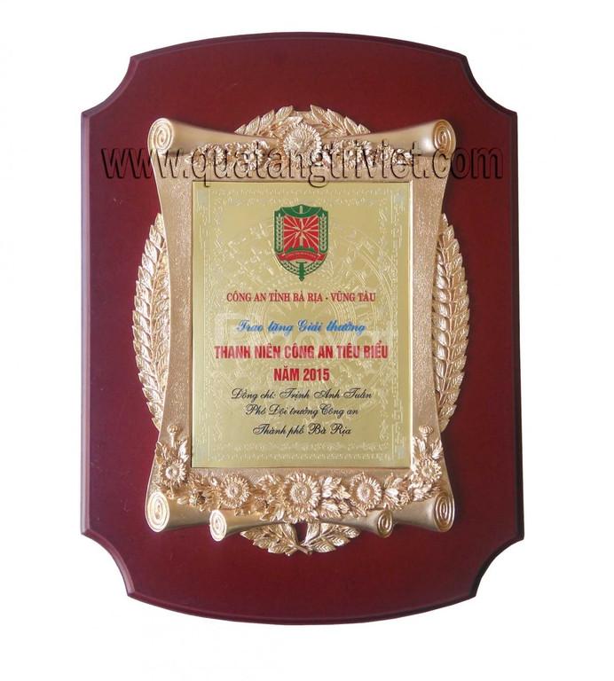 Cty Trí Việt chuyên sản xuất biểu trưng gỗ đồng, bảng vinh danh gỗ