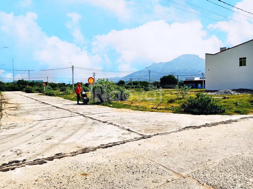 Gia đình cần bán gấp lô đất  mặt tiền quốc lộ 1A xã Cà Ná Ninh Thuận