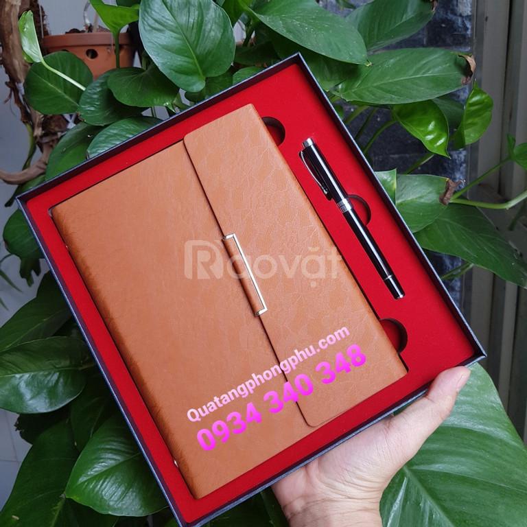 Bộ giftset gồm sổ da cao cấp và bút ký chuyên nghiệp làm quà tặng