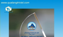 Công ty Trí Việt chuyên sản xuất kỷ niệm chương pha lê
