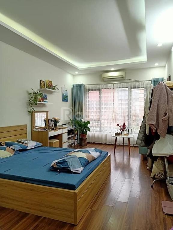 Bán nhà đẹp cách mặt phố Đặng Văn Ngữ 30m, ngõ thông