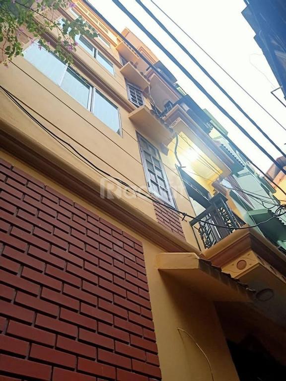 Bán nhà đẹp Chùa Láng, Đống Đa 5 tầng, mặt tiền 5,6m, giá 3,05 tỷ