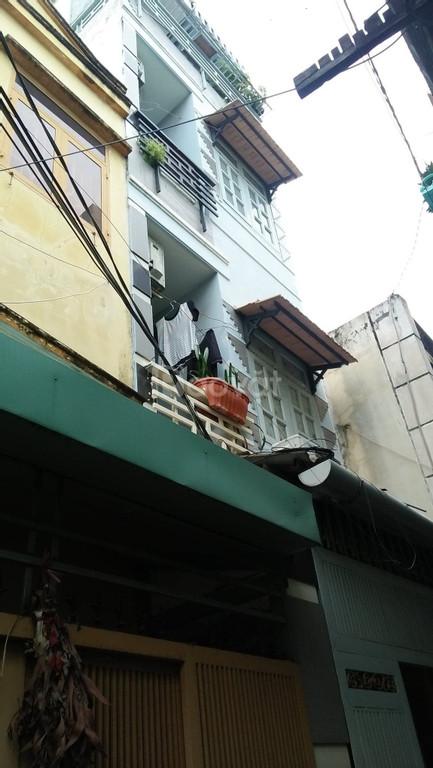 Xe hơi đậu cửa 36 m2 x 4 tầng, Nguyễn Thần Hiến, quận 4