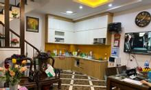 Nhà 40 m2 Nguyễn Văn Cừ