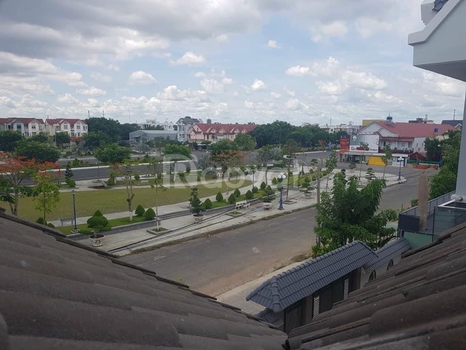 Bán biệt thự song lập quảng trường trung tâm Rạch Giá