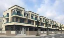 Cần bán căn nhà 3 tầng đối diện bãi đỗ xe ô tô lh 0965310841