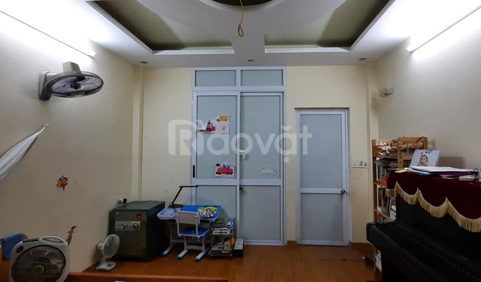 Bán nhà 5T 33m2 mới đẹp giá 2.7 tỷ phố Khương Đình – Thanh Xuân.