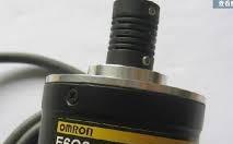 Bộ mã hóa vòng quay omron E6B2-CWZ6C-1024P/R 2M